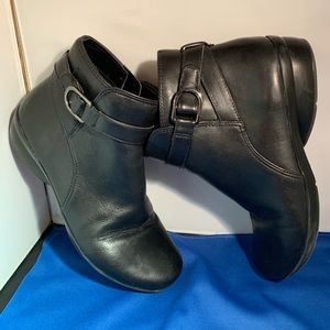 Naturalizer Black Colette leather booties. 7 1/2W